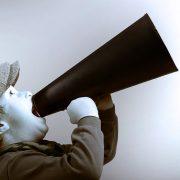 Comunicazione. Bambino con megafono